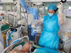 重症医学科成功开展一例经支气管镜下肺泡灌洗治疗术