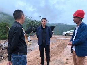 县委副书记、县长王潇调研六铁镇烤烟收购工作
